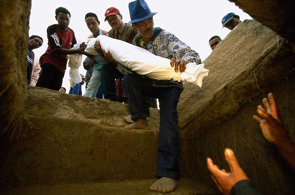 Ombegravningsceremoni